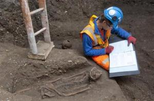 Crossrail project recording a skeleton found, via PhysOrg