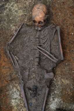 Anglo-Saxon Burial, bones somewhat intact, via Daily Mail