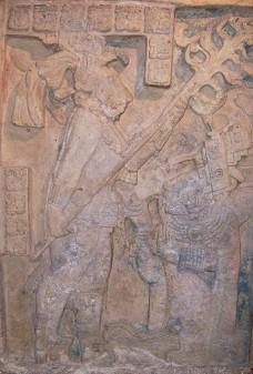 O sangue maia deixa o sacrifício na inscrição, via Wikimedia Commons