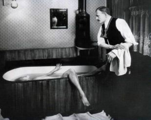 Madame Tussaud's rendering of George Joseph Smith and the Bride in the Bath Tub
