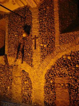 Capela dos Ossos, via Wikimedia