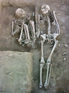 Example of flexed burial on left and extended burial on right, not from Chaco Canyon. Photo via Martisius, and  modified from Wiberg, 2010.