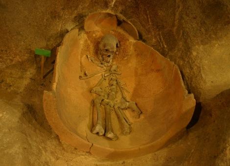 Jar burial, via Torwen
