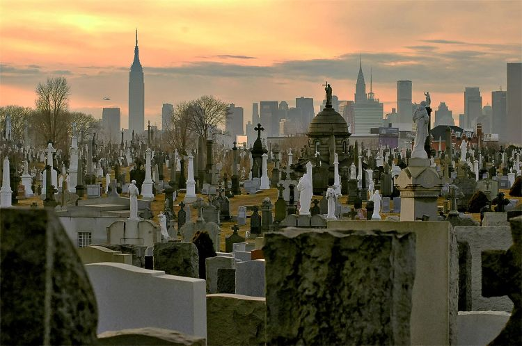 The overcrowded Calvary Cemetery in Queens, NY by Plowboylifestyle at en.wikipedia - Originally taken by Plowboylifestyle and saved onto Wikipedia