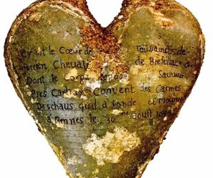 Urn holding the heart of Toussaint Perrien, Knight of Brefeillac
